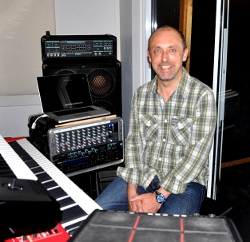 Andy Rigler in the rehearsal room with Also Eden